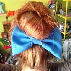 Messy bun with little mermaid bow