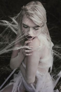 Paulina Siwiec Fotografia (ig pauliinasiwiec) - Modelka Andromenada (ig matuszevsky) - mua Dorota Swat MAKE up