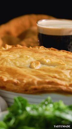 Tastemade: Mushroom And Ale Pie ~ Recipe Pie Recipes, Dinner Recipes, Ale Pie, Mushy Peas, Vegetable Puree, Saveur, Vegetarian Recipes, Stuffed Mushrooms, Tasty