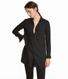 Black. CONSCIOUS. Long shirt in soft washed Tencel® lyocell. Chest pockets with flaps and metal buttons.