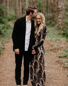 Not the outfits, but we like the pose Prom Pictures Couples, Photo Poses For Couples, Prom Couples, Engagement Photo Poses, Prom Photos, Engagement Outfits, Engagement Photo Inspiration, Couple Posing, Engagement Couple