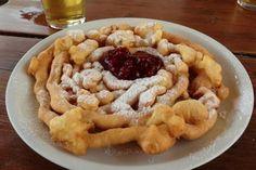 Lo Strauben o Furtaies è un dolce fritto a forma di chiocciola, tipico del Trentino Alto Adige, che viene servito con marmellata di mitrilli rossi