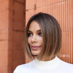 This Is The Fashion-Girl Haircut Of 2019 The haircut trend of 2019 comes courtesy of Russian supermodel Irina Shayk, who debuted a sleek, ultra-straight, chin-length bob at the Oscars. Asymmetrical Bob Haircuts, Short Bob Haircuts, Oval Face Haircuts, Chin Length Haircuts, Straight Bob Haircut, Girl Haircuts, Bob Hairstyles For Fine Hair, Medium Bob Hairstyles, Brown Hairstyles