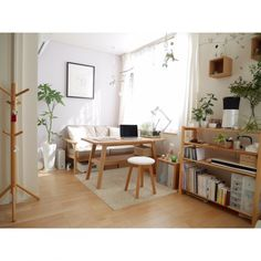 ponsukeさんの、観葉植物,フェイクグリーン,ナチュラル,照明,無印良品,シンプル,北欧,カフェ風,一人暮らし,ワンルーム,ソファ,机,のお部屋写真
