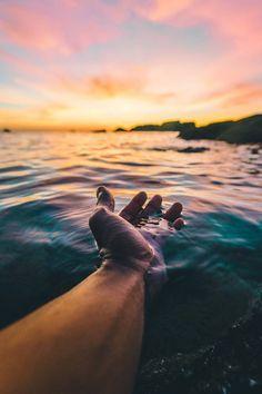 mar e o pôr do sol