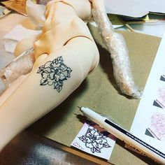 My first attempt drawing tattoo on my @pashapasha_newyork doll 🤔. I used Graph'it fine liner. But do you have any tips for that? Should I have to prepare the surface first ? Anything ?