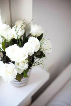 I <3 White roses!