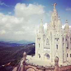 Tibidabo, #Barcelona. Kiitos hienosta kuvasta @a_maria_r! Mikä on mielestäsi Barcelonan paras nähtävyys? Tägää kuva #mondolöytö ✨ #espanja #spain #mondolehti