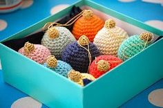 Crocheted Christmas Baubles/ make for yourself or as a gift/ quick to make/ easy/ FREE CROCHET pattern
