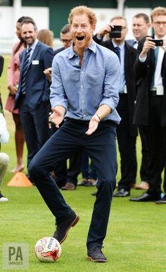 "PA Images on Twitter: ""#PrinceHarry visits Lord's Cricket Club in London : John Stillwell @KensingtonRoyal"