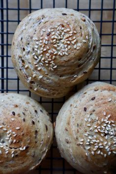 Fibersnegle - Sunde boller og et smart trick - Bagvrk.dk Bread Recipes, Baking Recipes, Healthy Recipes, Bread And Pastries, What To Cook, Amazing Cakes, Food Inspiration, Love Food, Tapas