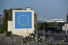 Street artist Banksy tackles Brexit in Dover mural Banksy Graffiti, Street Art Banksy, Political Art, Barbican, Sand Art, Street Artists, Public Art, Bristol, Pop Art