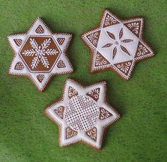 Vianočné Lace Cookies, Fun Cookies, Cupcake Cookies, Christmas Cookies, Gingerbread Decorations, Gingerbread Cookies, Christmas Baking, Christmas Time, Biscuit Decoration