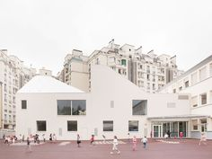 Dance and Music Conservatory,  Lully-Vauban elementary school, Versailles / Joly & Loiret (photo by Schnepp Renou)
