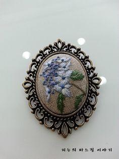 야생화 자수 브로치3^^ : 네이버 블로그 Embroidery Patterns, Needlework, Art Drawings, Miniatures, Textiles, Tapestry, Jewelry, Decor, Crafts