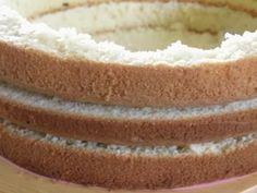 Wand aus Kuchenteig zwischen Füllung und Dekoration aus Fondant Vanilla Cake, Desserts, Ludwig, Food, Tricks, Muffins, Cake Batter, Wedding Cakes, Biscuits
