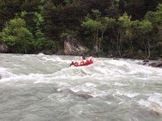 Le temps pluvieux est plus agréable en équipe avec une descente de raft.  #TeamEVP #Durance #HautesAlpes #Cédric #Rabioux