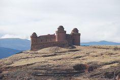 Castillo de La Calahorra. Foto © Patrick Mreyen www.latrotamundos.com #granada #españa #andalucia #spain #andalusia