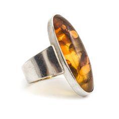 Deze zilveren art deco ring met barnsteen (maat 61) vind je bij Aurora Patina, de leukste sieraden webshop van Nederland!