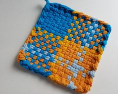 Cotton Potholder // Woven Pot Holder // Orange and Yellow Pot Holder // Trivet // Coaster // Hostess Gift // Hot Pad Weaving Art, Weaving Patterns, Loom Weaving, Hand Weaving, Potholder Loom, Potholder Patterns, Shabby Chic Cottage, Rainbow Loom, Hot Pads