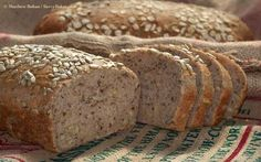 Dakota Bread - Loaded with seeds and nuts, it is hardy—ideal sliced, toasted and buttered for breakfast or served alongside soup or salad. Bread Maker Recipes, Easy Bread Recipes, Cooking Recipes, Great Harvest Bread Company, Great Harvest Bakery, Dakota Bread, Muffins, Muffin Bread, Bread And Pastries