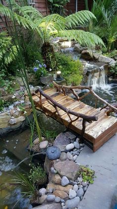 Small Backyard Landscaping Ideas And Design On A Budget kleine Hinterhof Landschaftsbau Ideen und Design . Small Backyard Landscaping, Ponds Backyard, Backyard Patio, Landscaping Ideas, Backyard Ideas, Garden Ideas, Desert Backyard, Small Garden Bridge Ideas, Wooded Backyard Landscape