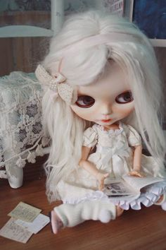 the Blythe's classroom [Blythe p 2 - Page 2 Doll Tattoo, Hair Color Blue, Smart Doll, Cute Dolls, Crochet Clothes, Blythe Dolls, Fashion Dolls, Disney Characters, Fictional Characters