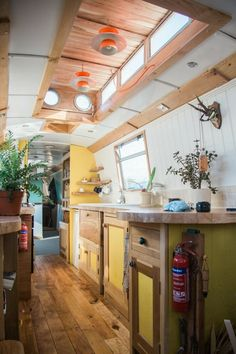 Narrowboat Interiors, Narrowboat Kitchen, House Boat Interiors, Canal Boat Interior, Barge Interior, Interior Ideas, Houseboat Living, Houseboat Ideas, Galley Kitchens