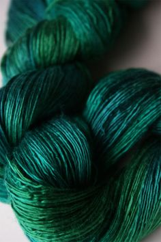 Artyarns Silk Essence Lace in Emerald City is a silky, shiny, laceweight single-ply yarn in Silk - handpainted by Artyarns! Loom Scarf, Expression Fiber Arts, Mercerized Cotton Yarn, Ombre Yarn, Knit Basket, Yarn Inspiration, Bobble Stitch, Sport Weight Yarn, Yarn Stash