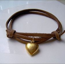 DIY bracelets, I love the leather, and hearts are my favorite shape!  maybe i can make this into necklace...parker needs a new one :)