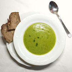 Wild garlic soup with pesto • bear garlic • vegetable broth • spring herb
