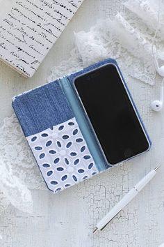 切って貼るだけ☆簡単カルトナージュ☆古着デニムをリメイクしてスマホカバーを作ろう♪ : 窪田千紘フォトスタイリングWebマガジン「Klastyling」暮らす+スタイリング Diy Wallet Phone Case, Diy And Crafts, Arts And Crafts, Fabric Origami, Denim Crafts, Craft Business, Mobile Cases, Ipad, Phone Covers
