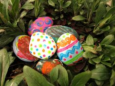 A whole sequence of activities for toddlers: egg-shaped rock hunting, rock cleaning, then mom spray-painted the rocks with a base coat, before the kids used q-tips to decorate their rock eggs.