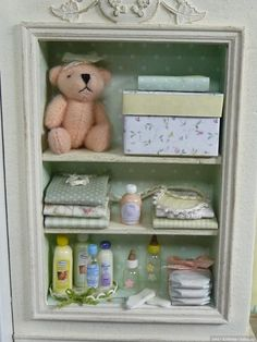 Miniature Baby Scene Dollhouse ♡ ♡ By Cristina Crisostomo Vitrine Miniature, Miniature Rooms, Miniature Houses, Clay Miniatures, Dollhouse Miniatures, Bedroom Toys, Scrapbook Box, Doll House Plans, Nursery Bunting