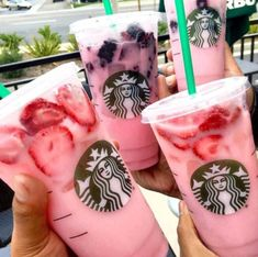 Starbuck's Pink Drink is a Strawberry Acai Refresher Made with Coconut milk With scoops of strawberries or blackberries or both! Non Coffee Starbucks Drinks, Starbucks Pink Drink Recipe, Bebidas Do Starbucks, Pink Drink Recipes, Starbucks Secret Menu Drinks, Healthy Starbucks, Pink Starbucks, Pink Drinks, Starbucks Strawberry Acai Refresher