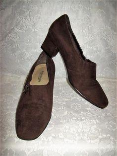 03ba203ed6e Vintage Ladies Brown Suede Leather Pumps by Karen Scott Size 9 1 2 Only 10  USD