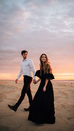 Prom Pictures Couples, Photo Poses For Couples, Couple Photoshoot Poses, Engagement Photo Poses, Pre Wedding Photoshoot, Wedding Poses, Homecoming Pictures, Prom Couples, Couples Beach Photography