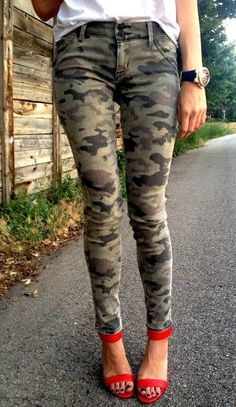 Need a pair of camo skinnies for this fall! found these on studentrate <3 http://www.studentrate.com/Trending