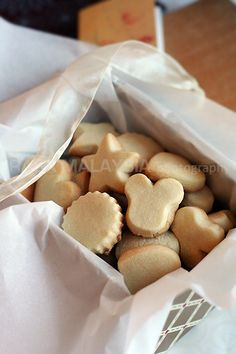 Butter Cookies Recipe - What's so great about this butter cookies recipe? They are sweet, buttery, extremely crumbly, light, and airy. #butter #cookies #baking #dessert