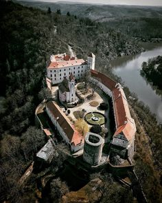 ⭐Bítov Castle is a castle on a steep promotory towering above the meandering river Želetavka, Czech Republic. Built in the century,… Beautiful Castles, Beautiful Buildings, Beautiful Places, Medieval Town, Medieval Castle, Creepy Old Houses, Fantasy Town, Castle House, 11th Century