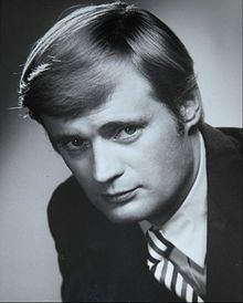 Google Image Result for http://upload.wikimedia.org/wikipedia/commons/thumb/1/10/David_McCallum_1969.JPG/220px-David_McCallum_1969.JPG