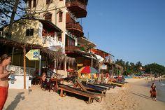 Unawatuna beach, Unawatuna, Sri Lanka (www.secretlanka.com)