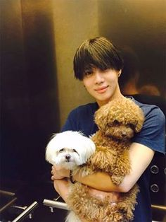 SHINee Taemin #SHINee #Taemin Lee Taemin cute with dogs
