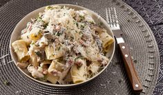 Pasta With a Mushroom and Bacon Cream Sauce. A creamy pasta with earthy flavours of thyme and mushrooms and of course, bacon!(so delicious! Mushroom Cream Sauces, Mushroom Recipes, Mushroom Pasta, Mushroom Sauce, Pasta Recipes, Cooking Recipes, Sauce Recipes, Warm Food, Creamy Pasta