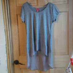 ☆Cute grey high low top Cute grey high low top. Sheer trim , size large, good condition. Any questions? please let me know : ) Tops Tees - Short Sleeve