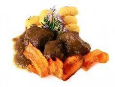 Ragú+de+ciervo+al+vino+de+Toledo Tapas, Spanish Cuisine, Good Mood, Waffles, Beef, Breakfast, Food, Popular, Chocolate