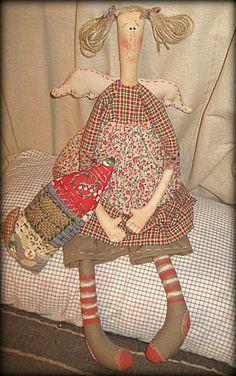 Raggy Dolls, Primitive Folk Art, Raggedy Ann, Sewing Dolls, Summer Crafts, Christmas Angels, Baby Bibs, Softies, Doll Patterns