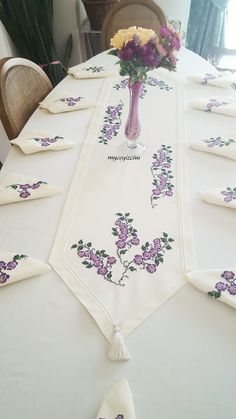 Embroidery table runner and napkins Diy Embroidery Thread, Modern Embroidery, Hand Embroidery Patterns, Embroidery Designs, Cross Stitch Designs, Cross Stitch Patterns, Towel Crafts, Baby Bedding Sets, Christmas Sewing