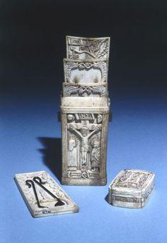 Bone fleam case, 1544 (for bloodletting) Phlebotomy, Elizabeth I, Science Museum, Anne Boleyn, Medical Equipment, Ancient History, Utensils, Barber, Renaissance