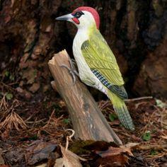 http://www.lamaisondesoiseaux.com/WebRoot/ce_fr/Shops/247748/4ABF/8507/04CE/71EA/2710/C0A8/8008/C5B2/pic_vert_pivert_sculpture_oiseau_en_bois.jpg